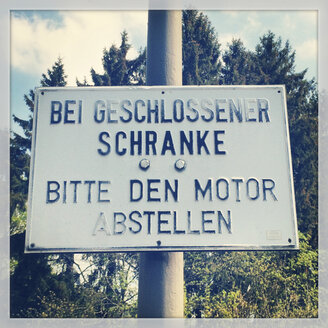 Sign at railway crossing - GWF002751