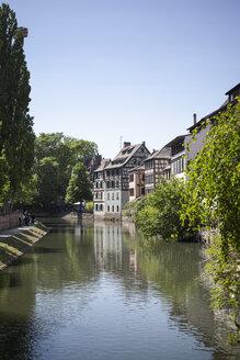 France, Alsace, Strasbourg, Petite-France, L'Ill river - SBDF000935
