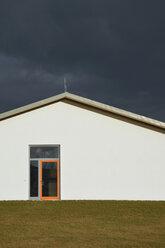 Germany, Bavaria, Aschheim, House front with orange doorframe - AXF000669