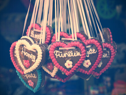 Germany, gingerbread hearts at fair - HOHF000805