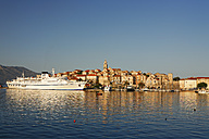 Croatia, Dubrovnik-Neretva, Korcula Island, Korcula, Cityscape and harbour in the evening - GF000491