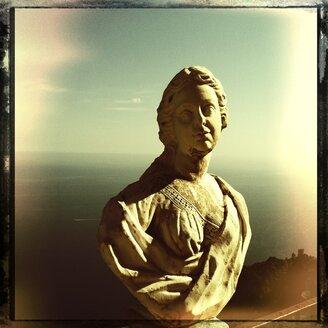 Italy, Campania, Amalfi Coast, Ravello, Villa Cimbrone, Terrazza dell Infinito, marble bust - STE000021