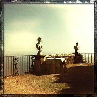 Italy, Campania, Amalfi Coast, Ravello, Villa Cimbrone, Terrazza dell Infinito, marble bust - STE000026