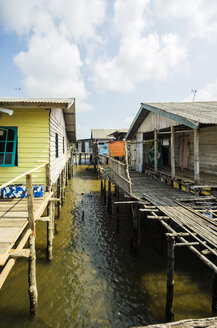 Indonesia, Riau Islands, Bintan Island, Fishing village, Wooden huts - THAF000393