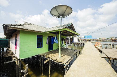 Indonesia, Riau Islands, Bintan Island, Fishing village, Wooden hut - THA000394