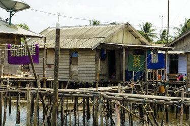 Indonesia, Riau Islands, Bintan Island, Fishing village, Wooden hut - THAF000409