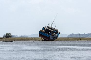 Indonesia, Riau Islands, Bintan Island, Fishing boat, Ebb - THA000402