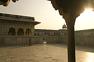 India, Rajasthan, courtyard at back light - FC000217