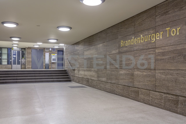 Germany, Berlin, subway station Brandenburger Tor - NKF000117 - Stefan Kunert/Westend61