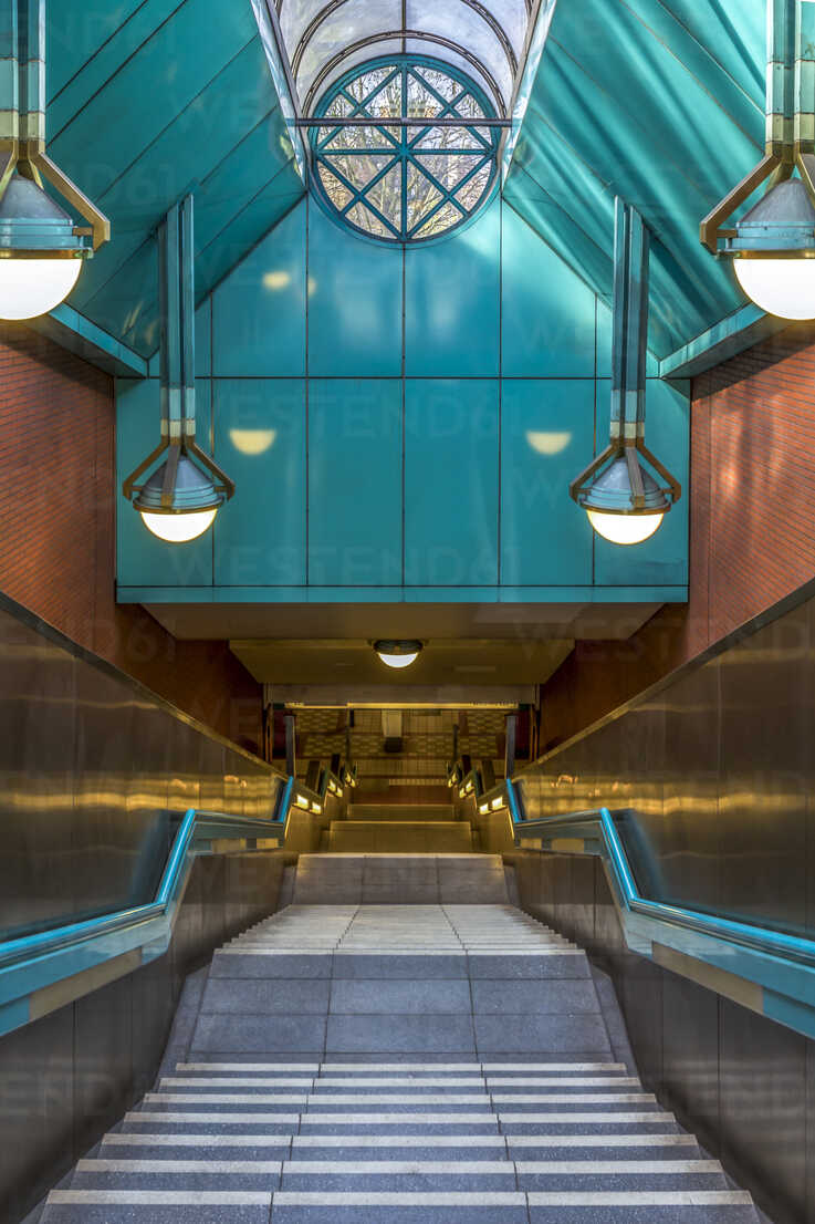 Germany, Berlin, entrance of subway station Rathaus Reinickendorf - NKF000146 - Stefan Kunert/Westend61