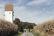Germany, North Rhine-Westphalia, Family bikong near Raestrup - MEMF000037