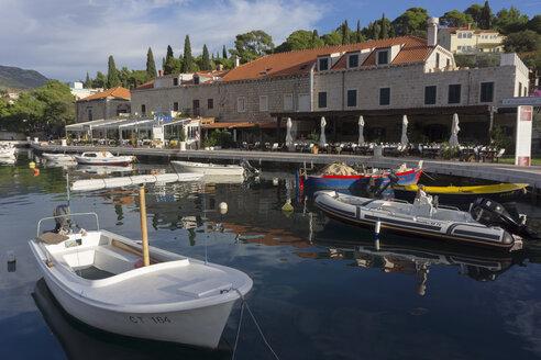 Croatia, Cavtat, Restaurants at harbor - WEF000109