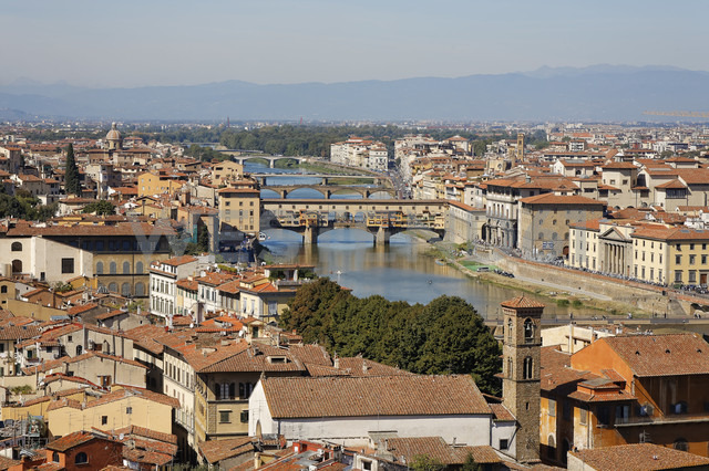Italy, Tuscany, Florence, City view and Ponte Vecchio - GFF000506