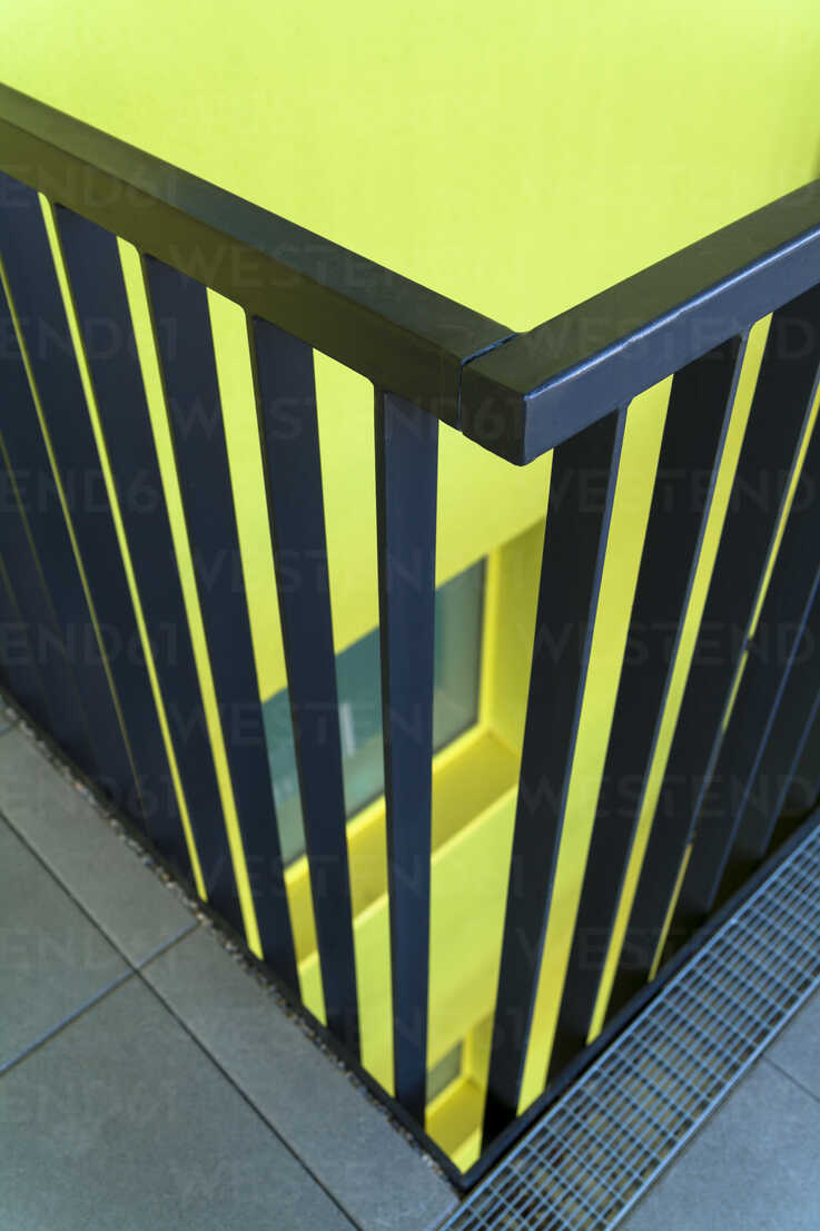 Part of railing of modern multi-family house - TCF004076 - Tom Chance/Westend61