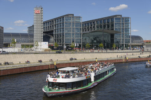 Germany, Berlin, Central Station and River Spree - HHE000069