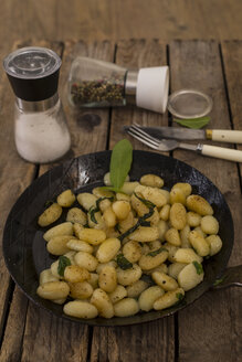 Gnocchi with butter and sage in a cast-iron pan - STB000182