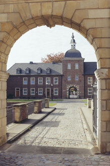 Germany, North Rhine-Westphalia, Ahaus, View through castle gate to district court - MEM000080