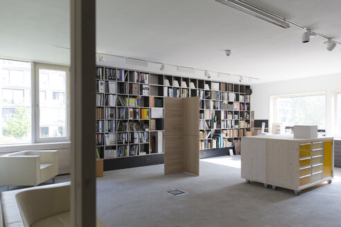Relaxing room of modern office - FK000525