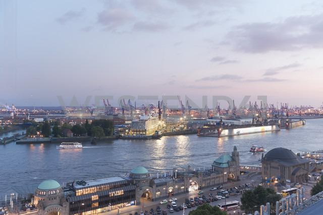 Germany, Hamburg, View on harbor, Elbe river and Landungsbruecken - MSF003948