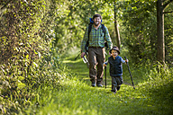 Germany, Rhineland-Palatinate, Moselsteig, father and his little son hiking - PA000704
