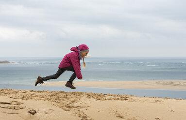 France, Aquitaine, Gironde, Pyla sur Mer, Dune du Pilat, jumping girl on sand dune - JBF000140