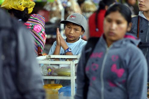 Peru, Ayacucho, Boy selling juice at market - FLK000216
