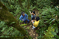 Bolivia, Yungas, Carmen Pampa, development worker talking to forestry workers - FLK000308