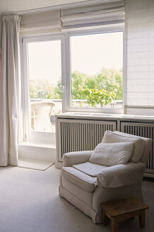 Living room with armchair - TKF000352