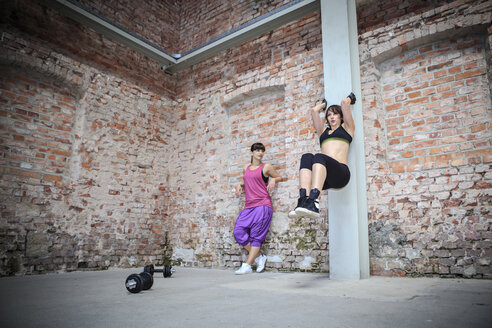 Two women doing workouts in a gym - VTF000271