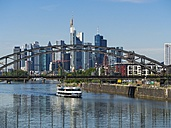 Germany, Hesse, Frankfurt, Deutschherrn Bridge, Excursion boat, Financial district in the background - AM002285