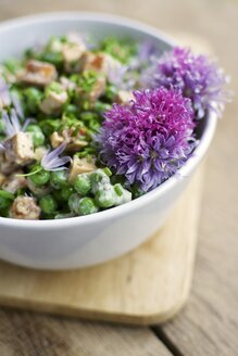 Creamy pea salad with spicy tofu pieces, soy yogurt, chives and mint - HAWF000245