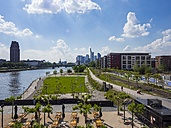 Germany, Hesse, Frankfurt, view to skyline with park and beer garden in the foreground - AM002314