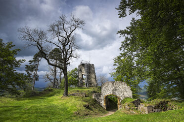 Germany, Baden-Wuerttemberg, Constance district, castle ruin of Hohenhewen with entrance portal and keep - ELF001047