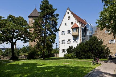 Germany, Baden-Wuerttemberg,  Neckarsulm, view to eutonic Knights Castle and Deutsches Zweirad- und NSU-Museum - AM002338