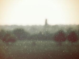 Germany, North Rhine-Westphalia, Minden, Weserauen, Rainy weather - HOHF000833