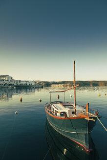 Spain, Menorca, boat in harbor - MEM000183