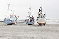 Denmark, Henne Strand, boats on the beach at sand drift - MEM000185