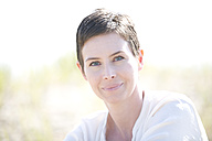 Portrait of smiling woman - MAEF008391