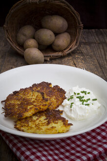Potato fritters with quark and chives on plate - LVF001400