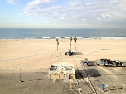 Beach view from hotel in Santa Monica, United States - BMA000026