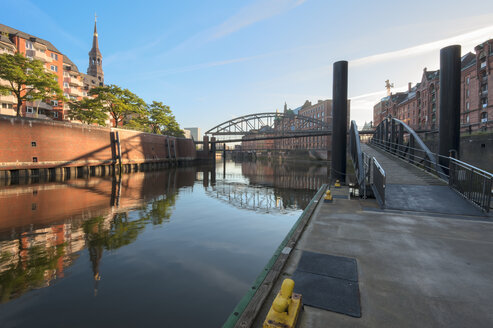 Germany, Hamburg, Zollkanal in the Speicherstadt in the morning - RJF000177