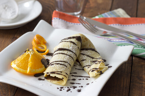 Pancake filled with chocolate cream on plate - YFF000168