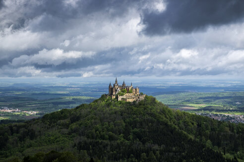 Germany, Baden Wuerttemberg, View of Hohenzollern Castle - EL001058