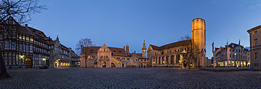 Germany, Lower Saxony, Braunschweig, Castle square with Dankwarderode Castle and Brunswick Cathedral in the evening - PVC000002