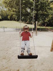 Battle cry while rocking, a three year old boy, Berlin, Germany - ZMF000304