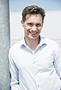 Portrait of smiling business man - UUF000908
