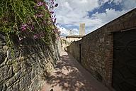 Italy, Tuscany, San Gimignano, Old town, Dynasty towers - MYF000378