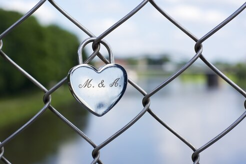 Germany, North Rhine-Westphalia, Minden, Love lock on Glacis bridge - HAWF000290