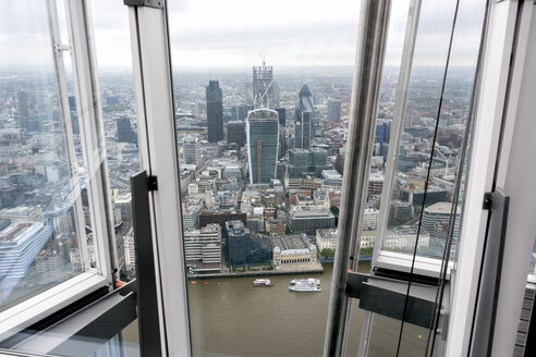 Great Britain, Endland, London, Southwark, City of London, View from The Shard to Themse river and financial district - WEF000138