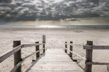 Germany, Schleswig-Holstein, North Sea, Beach of Sankt Peter-Ording, Wooden boardwalk - RJF000183